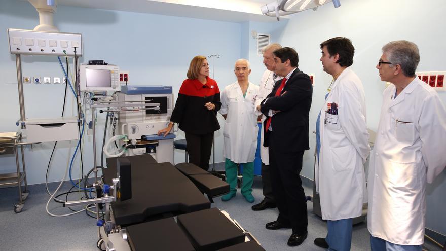 La presidenta de Castilla-La Mancha, Dolores de Cospedal visitando el hospital de Cuenca.