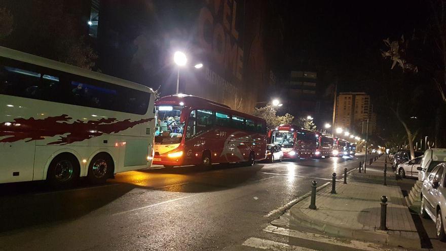 Autobuses listos para salir de Valencia a Madrid.