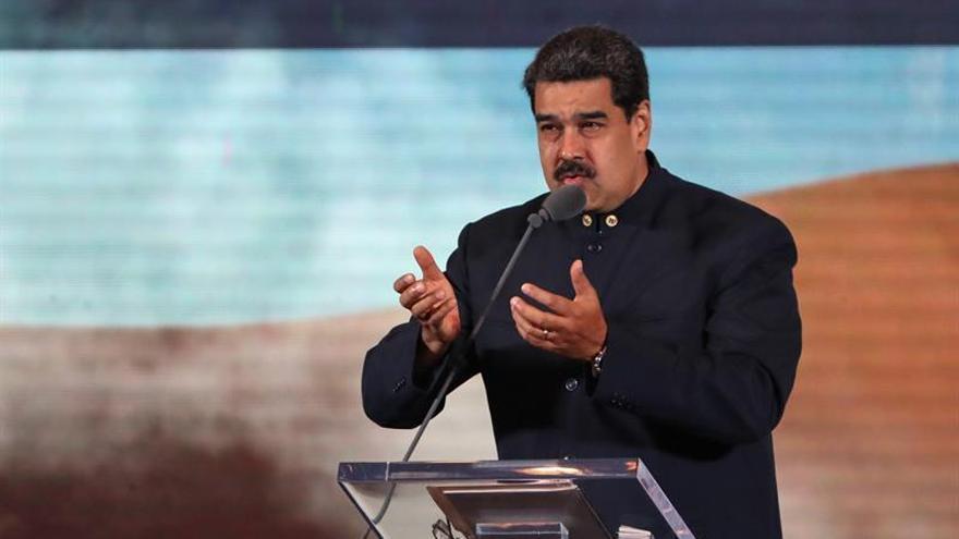 Maduro cierra la frontera con Brasil y dice que evalúa hacerlo con Colombia