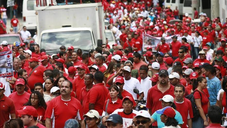 Chavismo y oposición marchan mañana en el primer aniversario de las protestas