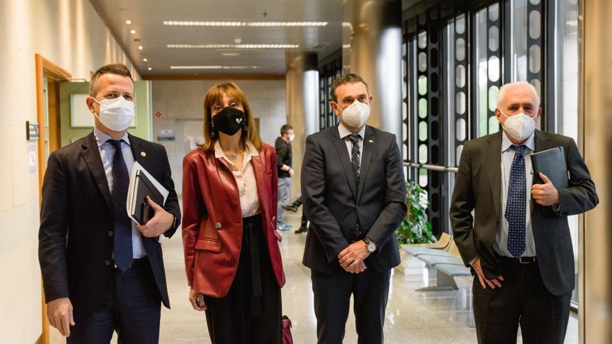 El consejero de Educación Jokin Bildarratz se ha reunido este lunes en Vitoria con los rectores de las tres universidades que conforman en Sistema Universitario Vasco