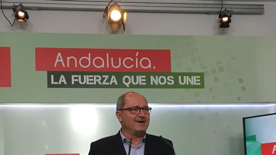 """Cornejo ve """"vieja"""" la confluencia Podemos-IU, que solo busca el 'sorpasso' al PSOE y """"no se lo van a dar"""""""