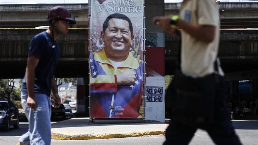 El Gobierno venezolano reunido con el alto mando militar