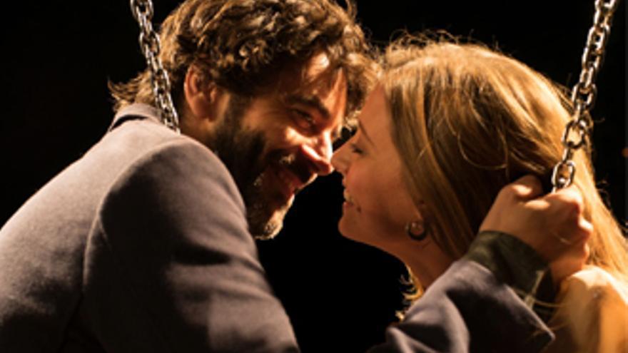 'Nuestros Amantes', un desternillante cuento de hadas urbano con televisivos y reencuentros