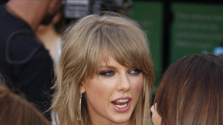 Taylor Swift arrasa en los premios Billboard