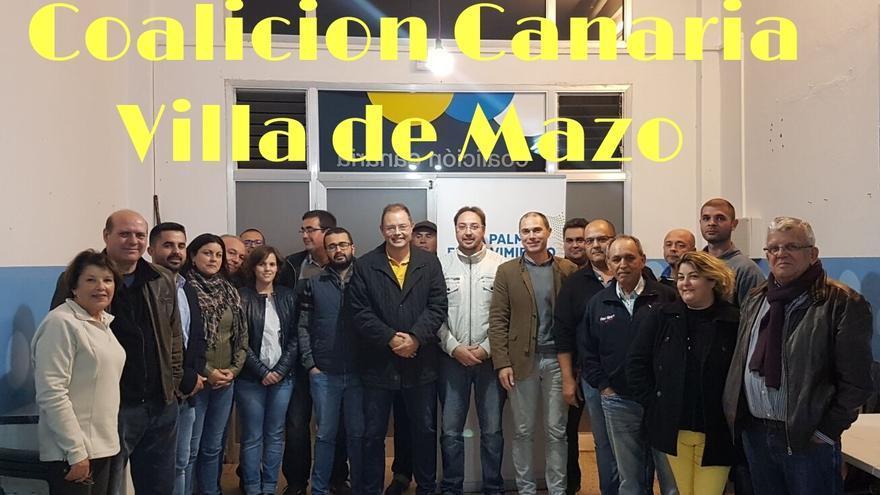 La familia nacionalista tras la reunión del Comité Local de Mazo.