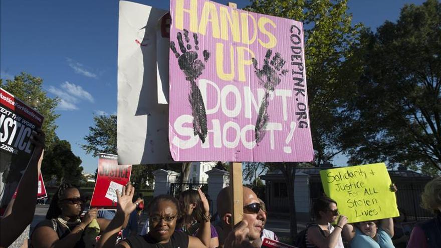 La Justicia de EEUU investigará a la policía de Ferguson tras los disturbios de agosto