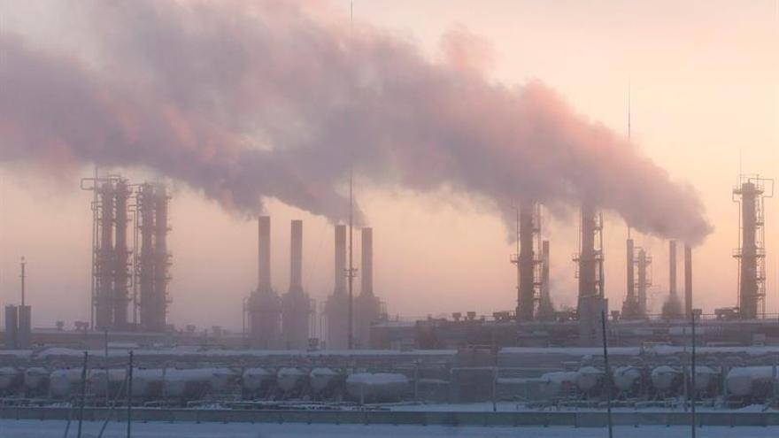 La AIE alerta de que las inversiones no van a las energías de bajas emisiones