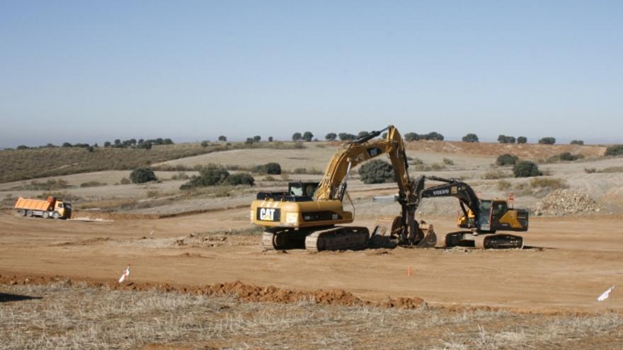 Movimiento de tierras en la Finca Zurraquín, donde se ubicará el parque de Puy du Fou en Toledo / toledodiario.es