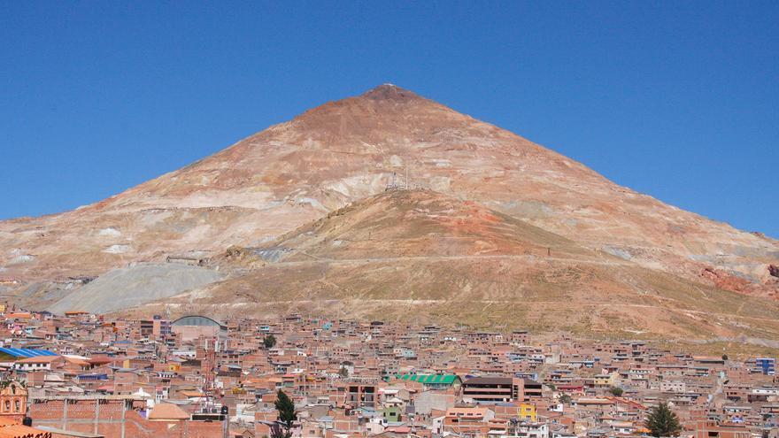 El Cerro Rico de Potosí volvió locos a los españoles, su plata parecía no tener fin.