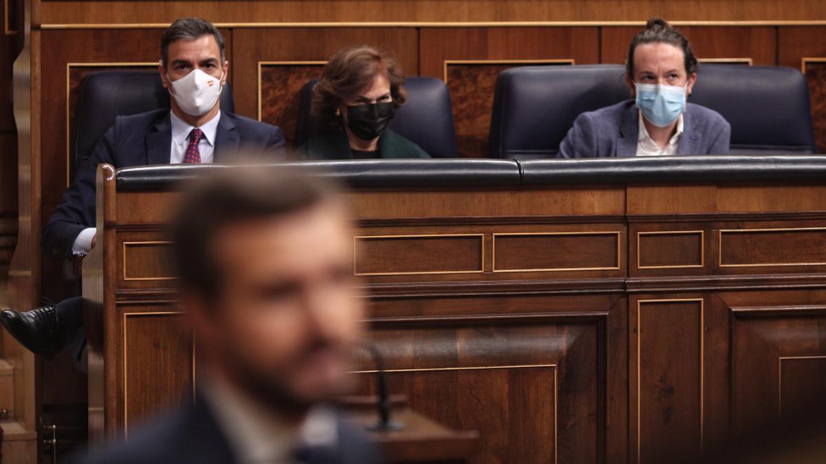 El presidente del Gobierno, Pedro Sánchez, durante la intervención de Pablo Casado en la moción de censura.