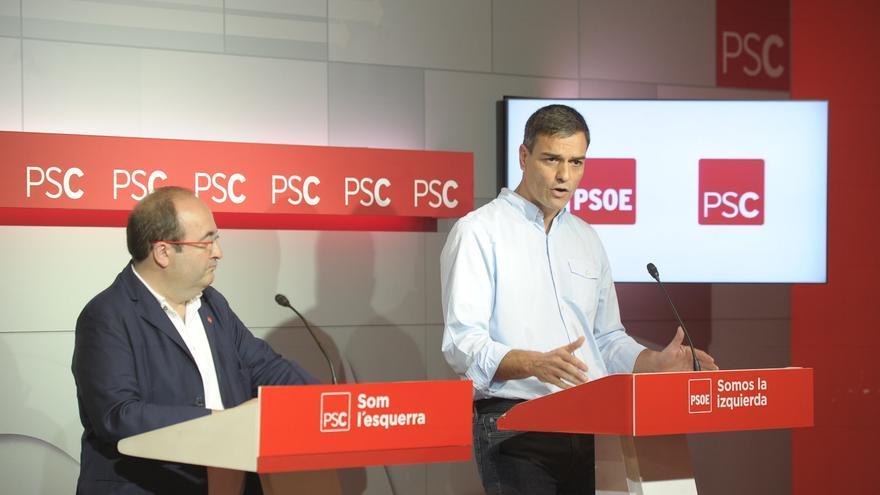 Pedro Sánchez junto al primer secretario del PSC, Miquel Iceta.
