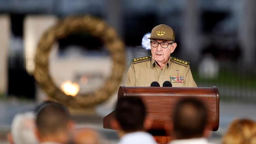 Raúl Castro recibe en La Habana al Comandante de la Marina de Guerra de Rusia