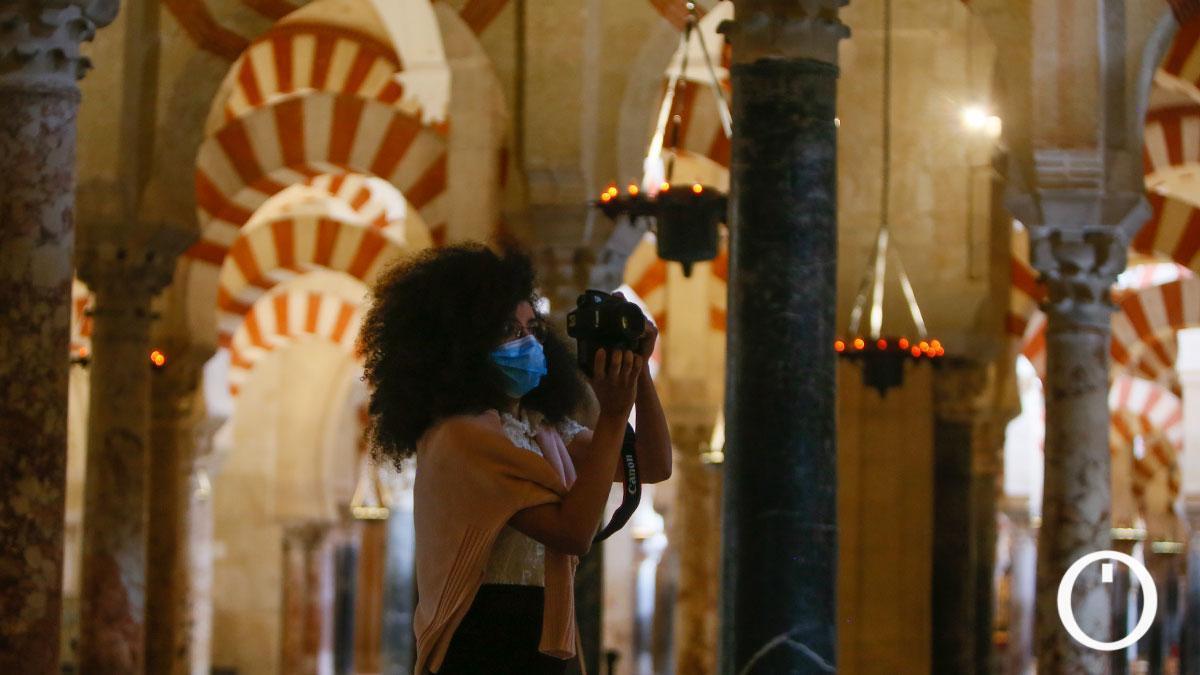 El turismo familiar se refugia en la Mezquita-Catedral pero a la Judería le cuesta revivir