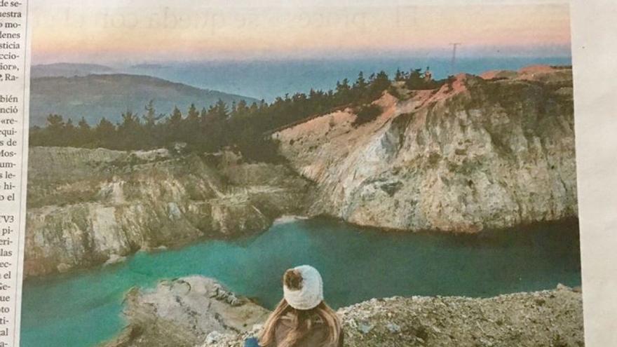 Publicidad de la Xunta con la imagen de una balsa contaminada en el Monte Neme