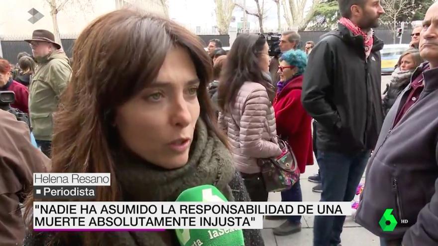 Helena Resano y Carme Chaparro, manifestantes en la concentración que pide justicia para José Couso