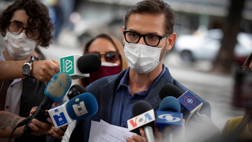 Un periodista venezolano acusado de acoso pide respeto al Estado de derecho