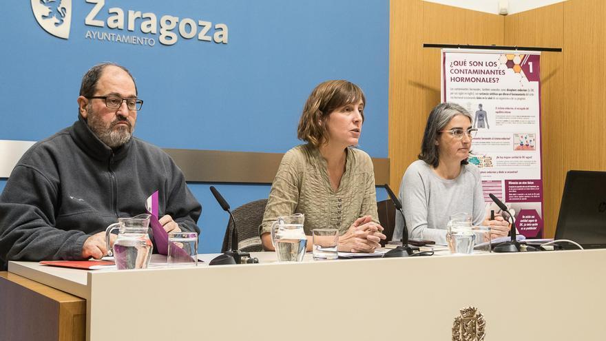 Luis Clarimón (CCOO), Teresa Artigas (concejala de Medio Ambiente del Ayuntamiento de Zaragoza) y Dolores Romano (Ecologistas en Acción)