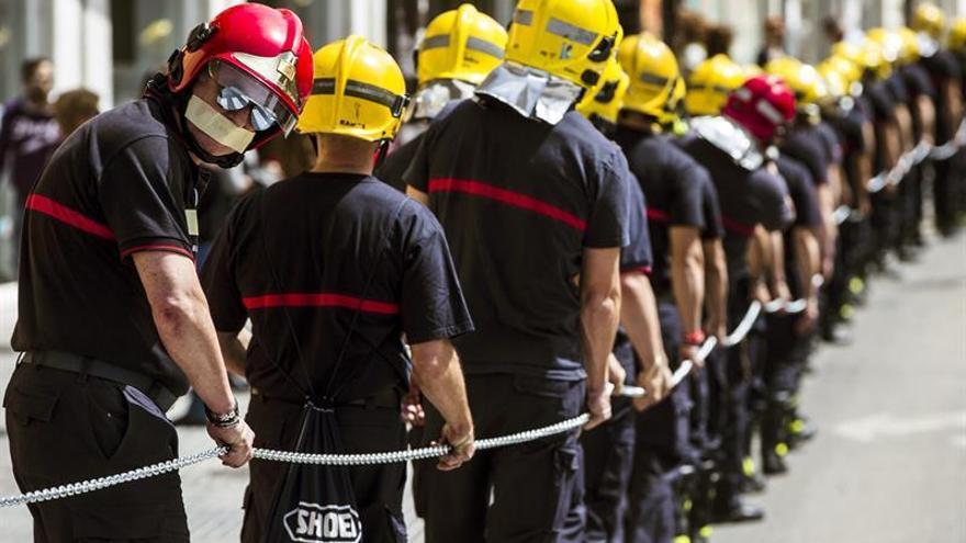 El CSIF pide una ley que regule los riesgos laborales de los bomberos de toda España
