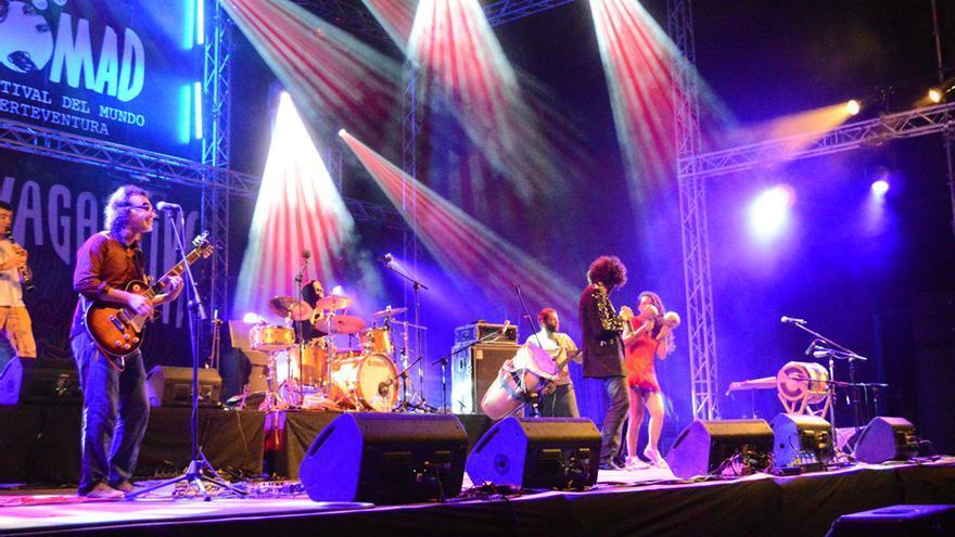 Actuación de La Chiva Gantiva en el Womad Fuerteventura 2014 | Iago Otero Paz
