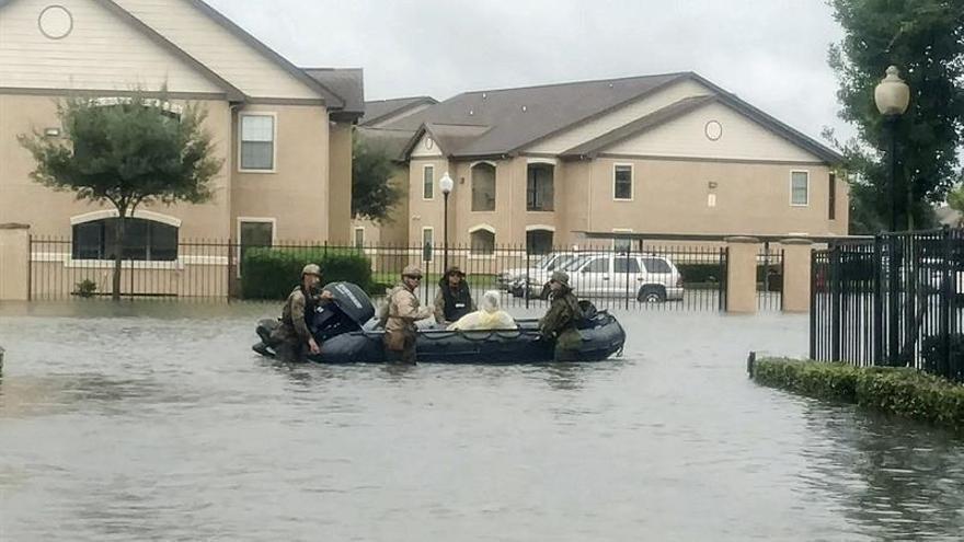 Irma se intensifica y amenaza con convertirse en huracán rumbo al Caribe