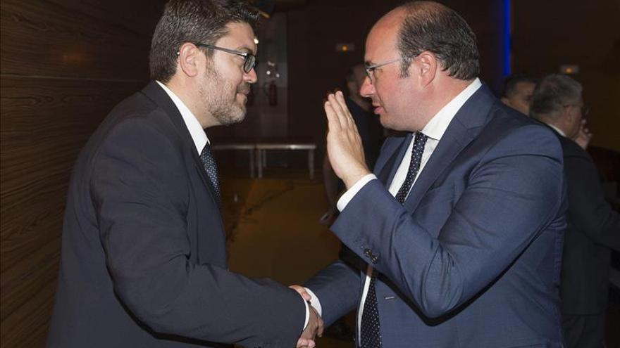Garre pide a los partidos que antepongan los intereses de la Región a los suyos