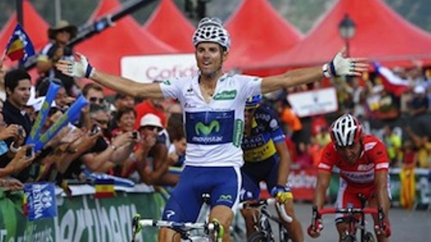 Valverde extiende los brazos tras conseguir su primera victoria de etapa. (EP)