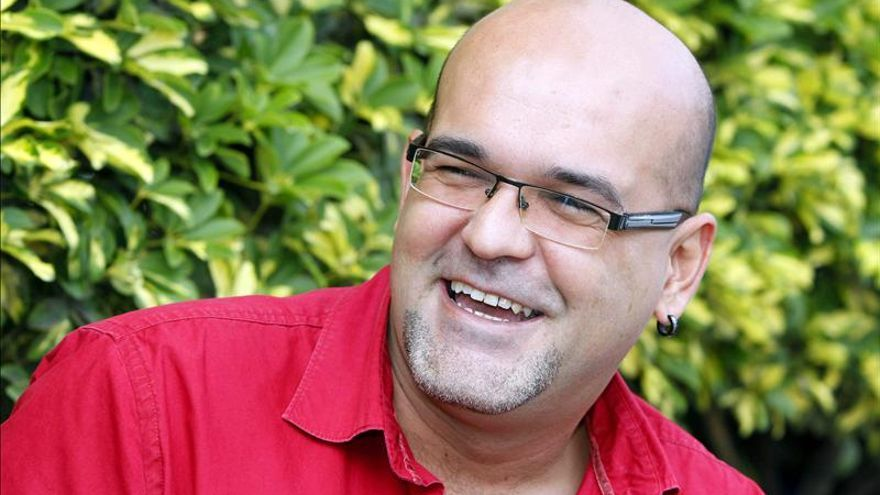 "Alexis Ravelo gana el Dashiell Hammett con ""La estrategia del pequinés"""