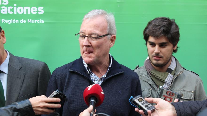 A la derecha, el presidente de las NN.GG. de la Región de Murcia, Luis Fernando Ruiz / PSS