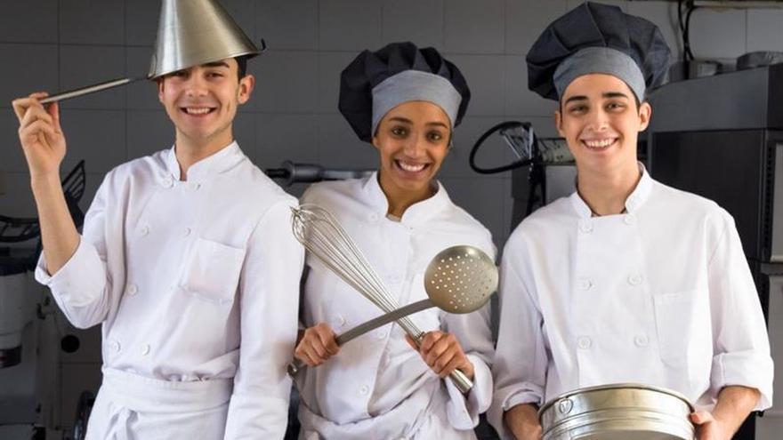 Bocados en favor de jóvenes en riesgo de exclusión en La Cantina Gastronomix