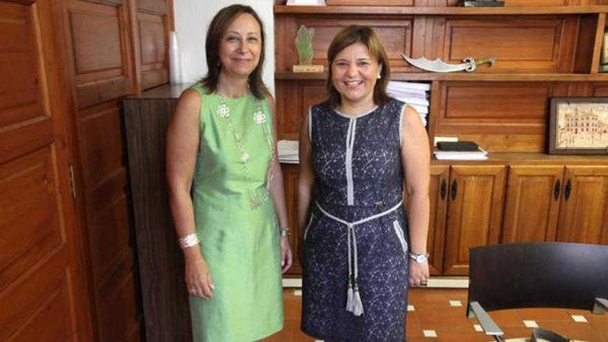 Elena Martínez ha estado acompañada por Isabel Bonig