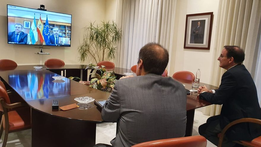 Firma del convenio Garántia, con el director general, José María Vera, y el presidente, Javier González de Lara.