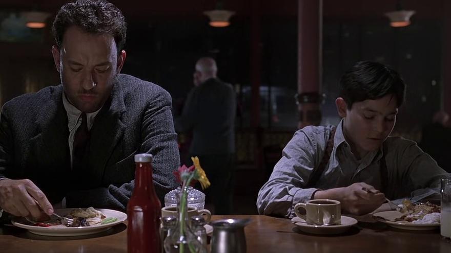 Tom Hanks y Tyler Hoechlin, padre e hijo en la ficción