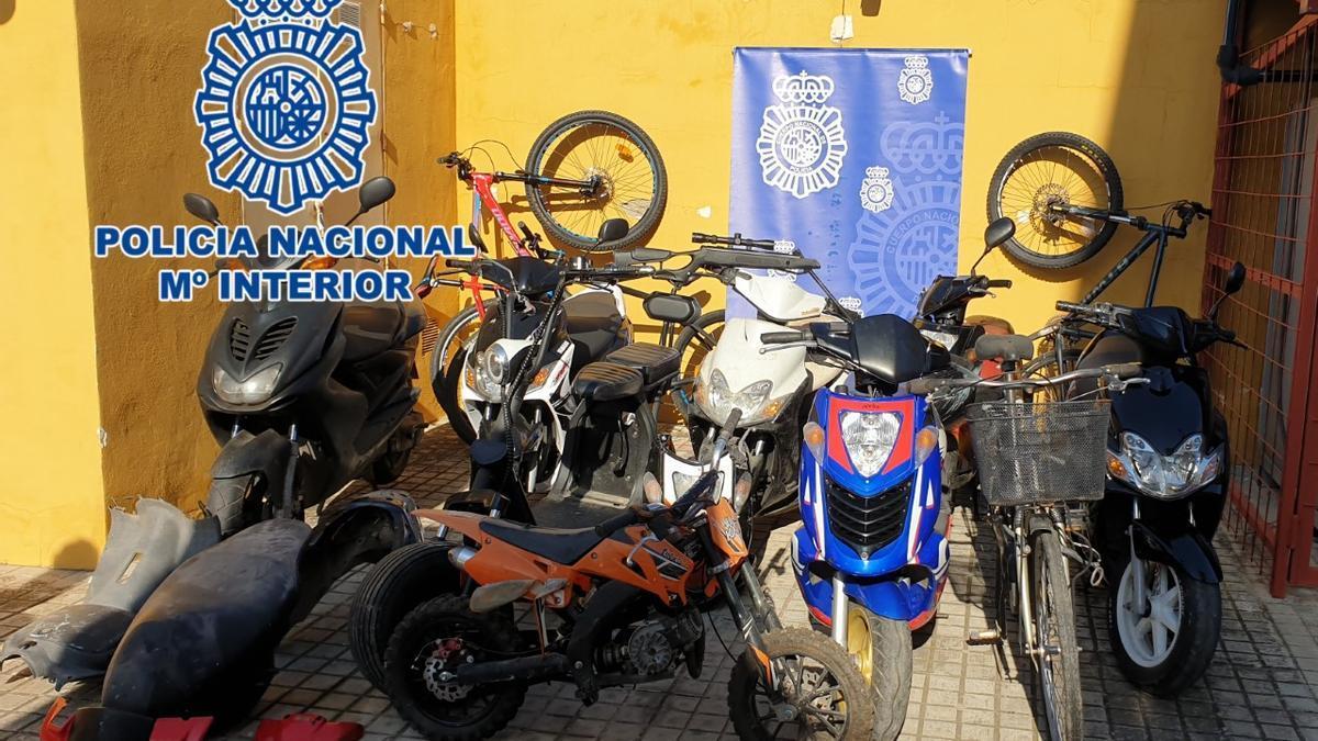 Vehículos sustraídos y recuperados por la Policía Nacional.