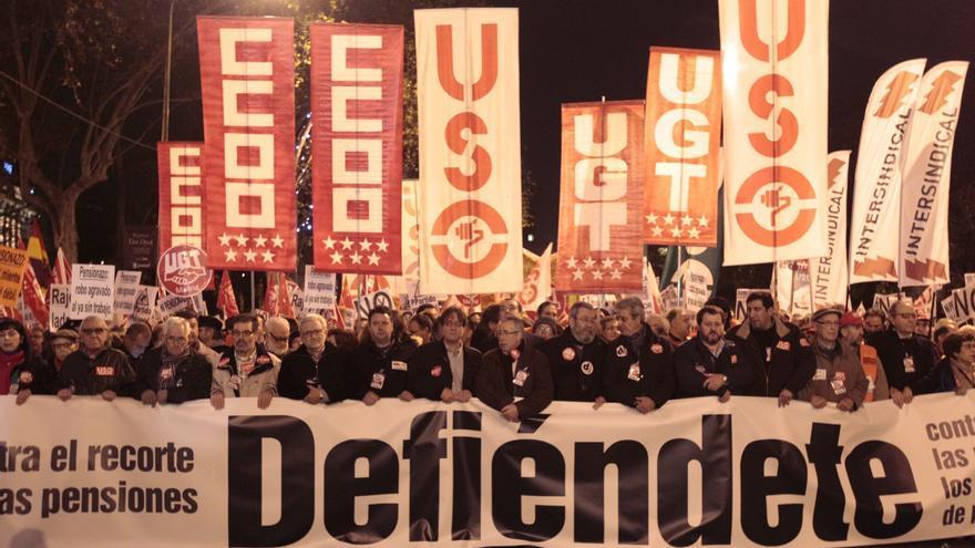 La Cumbre Social moviliza a miles de madrileños por las pensiones, el 'tarifazo' judicial y privatizaciones