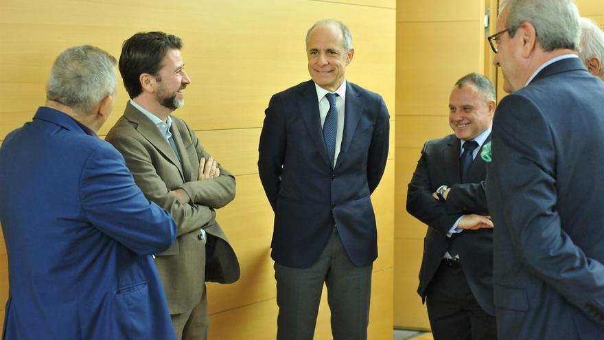 Carlos Alonso y Santiago Sesé, de frente y de izquierda a derecha