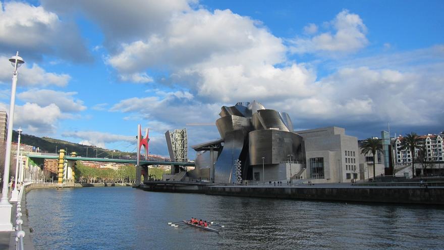 El Museo Guggenheim Bilbao abrirá al público los lunes de verano