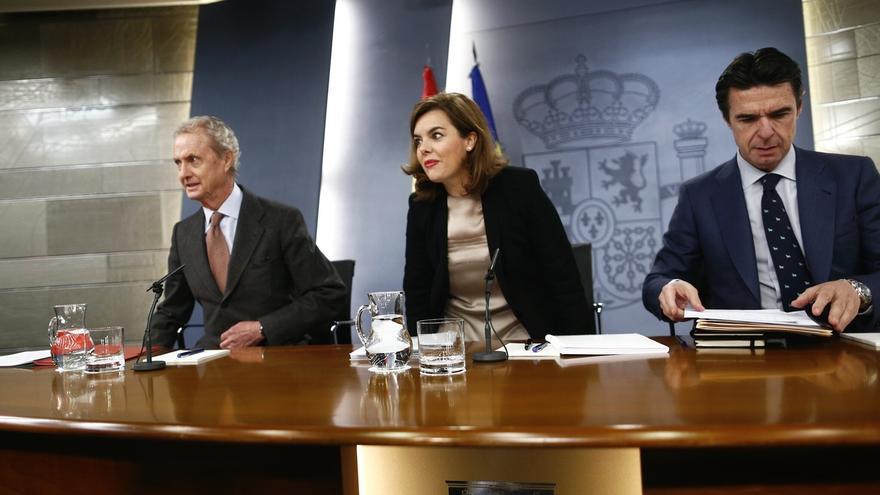"""El Gobierno descarta tocar sueldos de Rajoy y ministros y dice a Sánchez que el PSOE no hizo """"nada"""" cuando gobernó"""