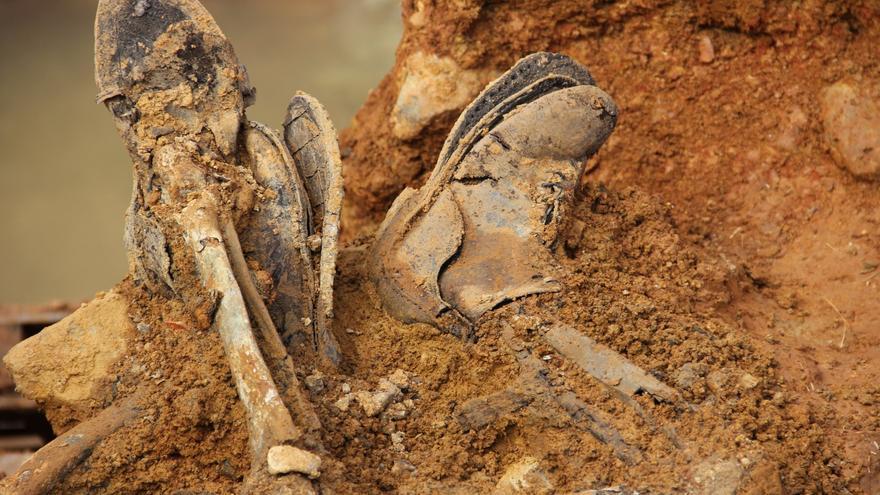 Las botas que ilustran el cartel del documental. | BONES OF CONTENTION