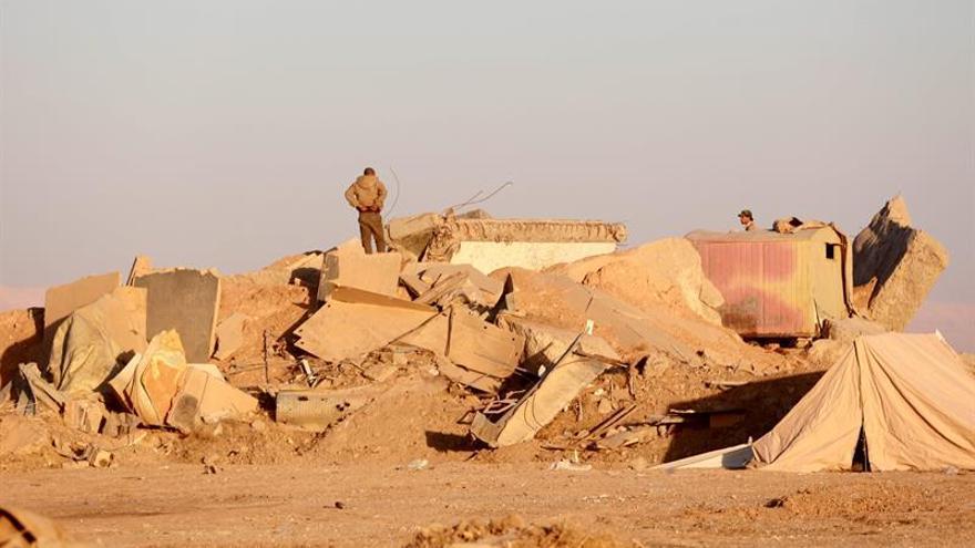 Fuerzas iraquíes hallan un almacén de armas del EI al sureste de Mosul