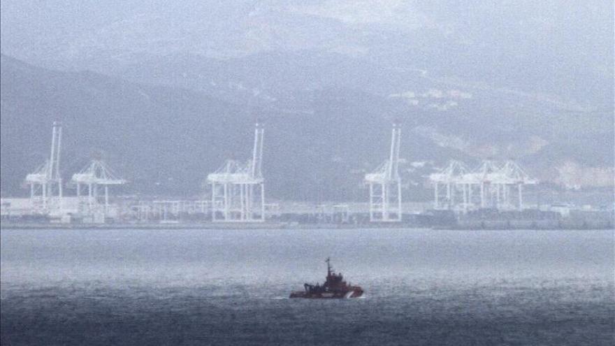 Buscan una patera con 10 inmigrantes en aguas del Estrecho de Gibraltar
