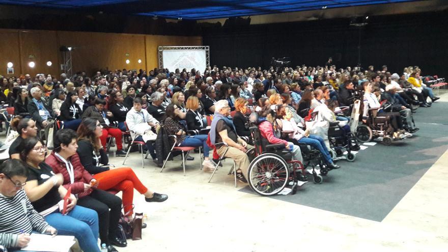 Unas 400 personas llenaron el auditorio este jueves