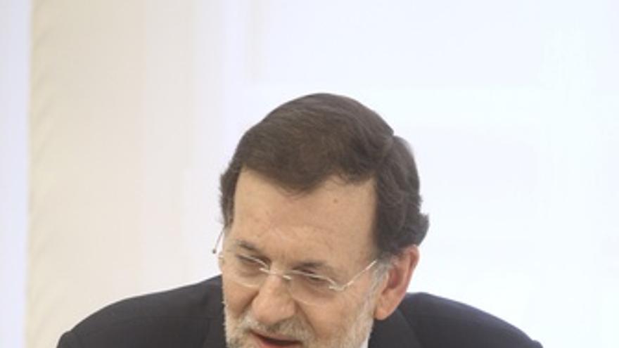 Mariano Rajoy sentado en La Moncloa