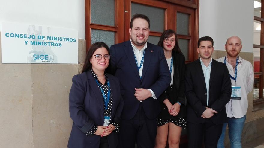 Participantes Lara María Iglesias, Ricardo Rosas, Cristina Chacon, Andrés Benítez y Julio Castillo.