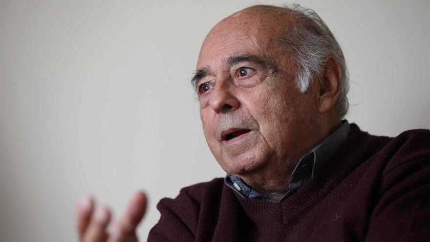 El poeta Carlos Germán Belli gana el Premio Nacional de Cultura 2016 en Perú