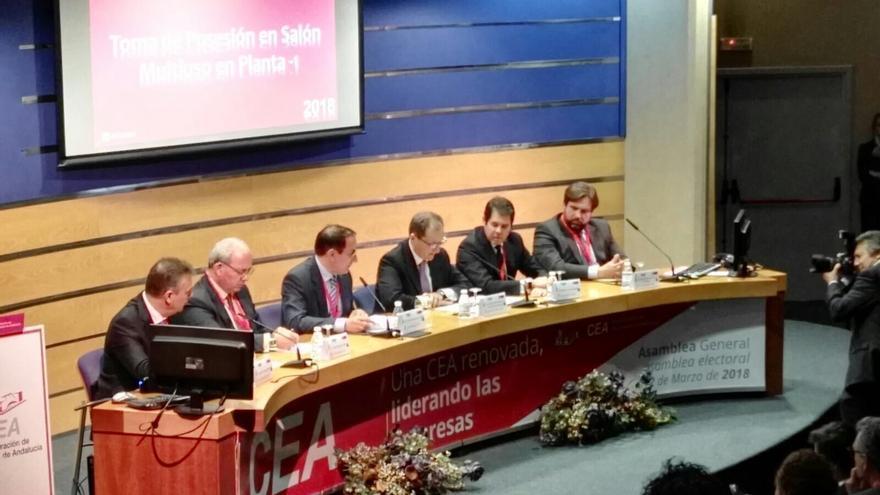 González de Lara, reelegido por aclamación presidente de la CEA