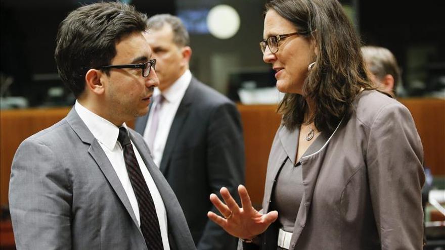 La comisaria de la UE mantiene que se aplicará el acuerdo comercial con Ucrania en 2016
