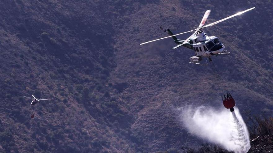 El Gobierno contrata 19 helicópteros para combatir incendios forestales