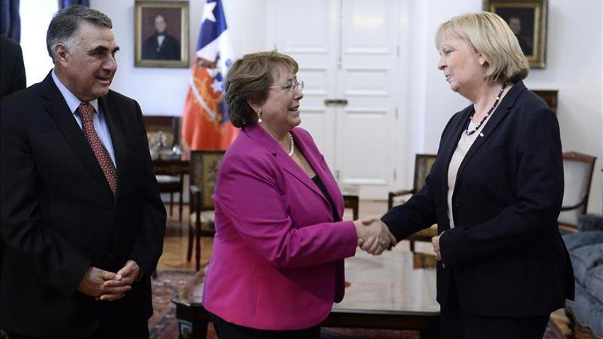 Bachelet recibe a ministra presidenta del estado alemán Renania del Norte