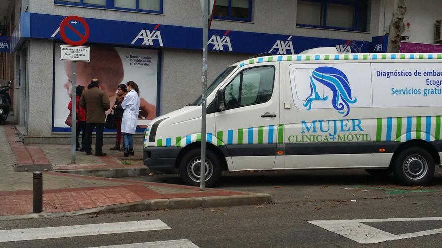 Ambulancia de Derecho a Vivir que hacía ecografías a las puertas de Dator (Madrid).
